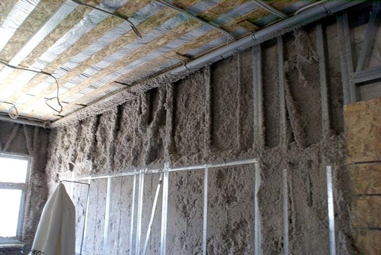 Утепление эковатой: свойства материала, форма выпуска и способы использования