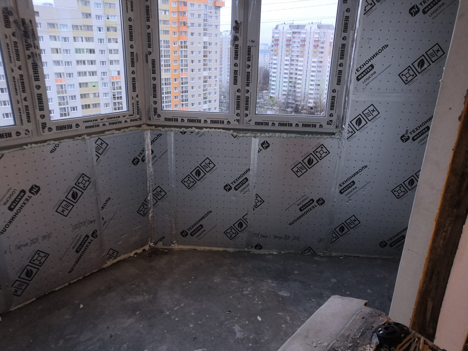Как утеплить панорамный балкон своими руками изнутри в квартире: пошагово с фото и видео
