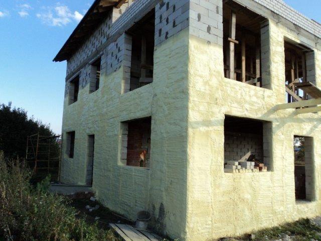 Как и чем утеплить снаружи дом из газобетона?