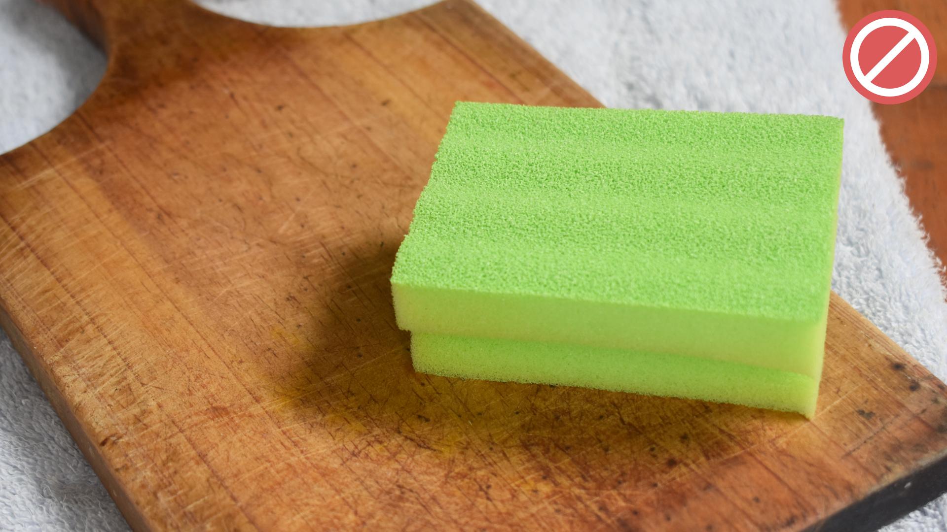Как часто нужно менять кухонную губку, и что будет, если этого не делать? :: инфониак