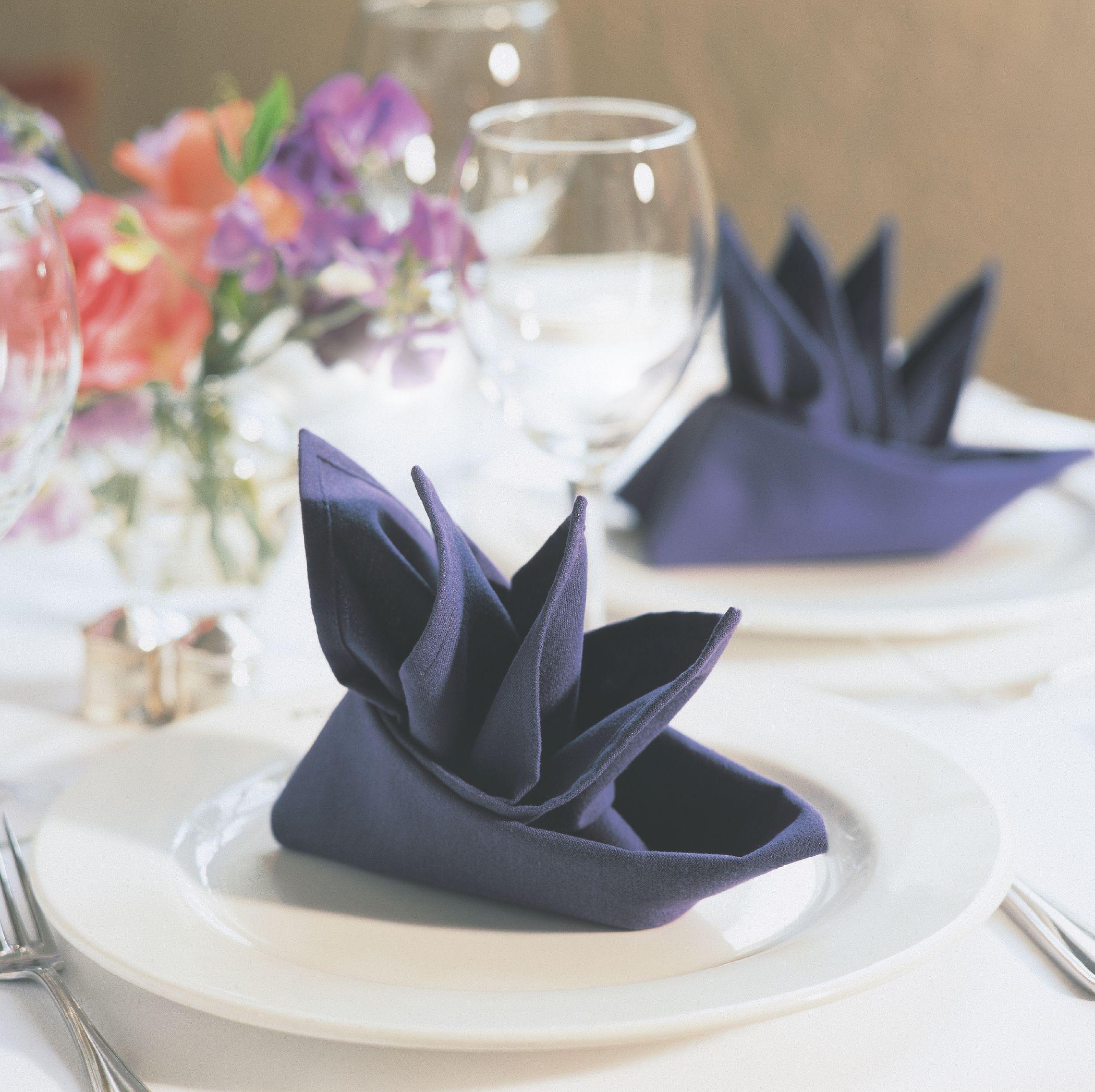 25 способов красиво сложить салфетки на праздничный стол