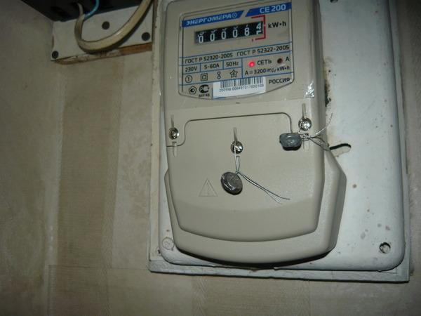 Показания счетчика электроэнергии — как считать, почему много мотает, может ли показывать больше