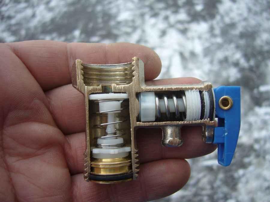 Предохранительный клапан для водонагревателя с регулировкой давления