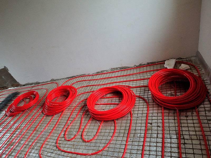 Выбираем трубу для обустройства теплого пола — полиэтилен или металлопластик