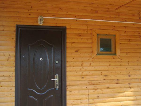 Характеристики правильного выбора входных дверей, свойства полотна и коробки в частный дом