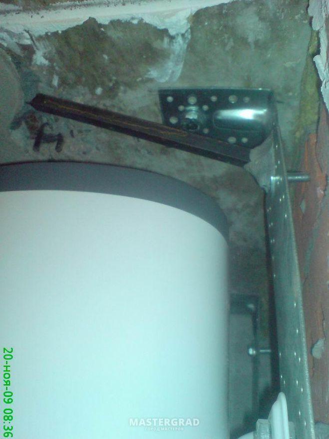 Особенности крепления водонагревателя и варианты как повесить на стену