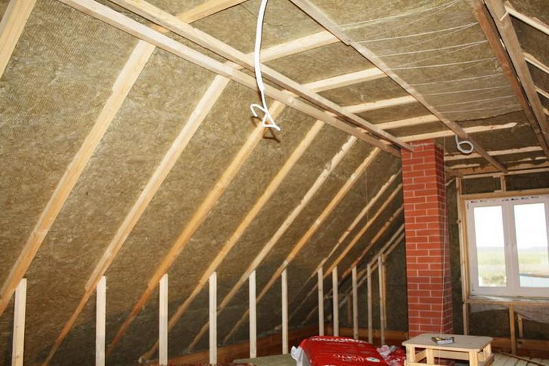 Как правильно утеплить крышу в деревянном каркасном доме своими руками, сравнение кровельных материалов и пароизоляция