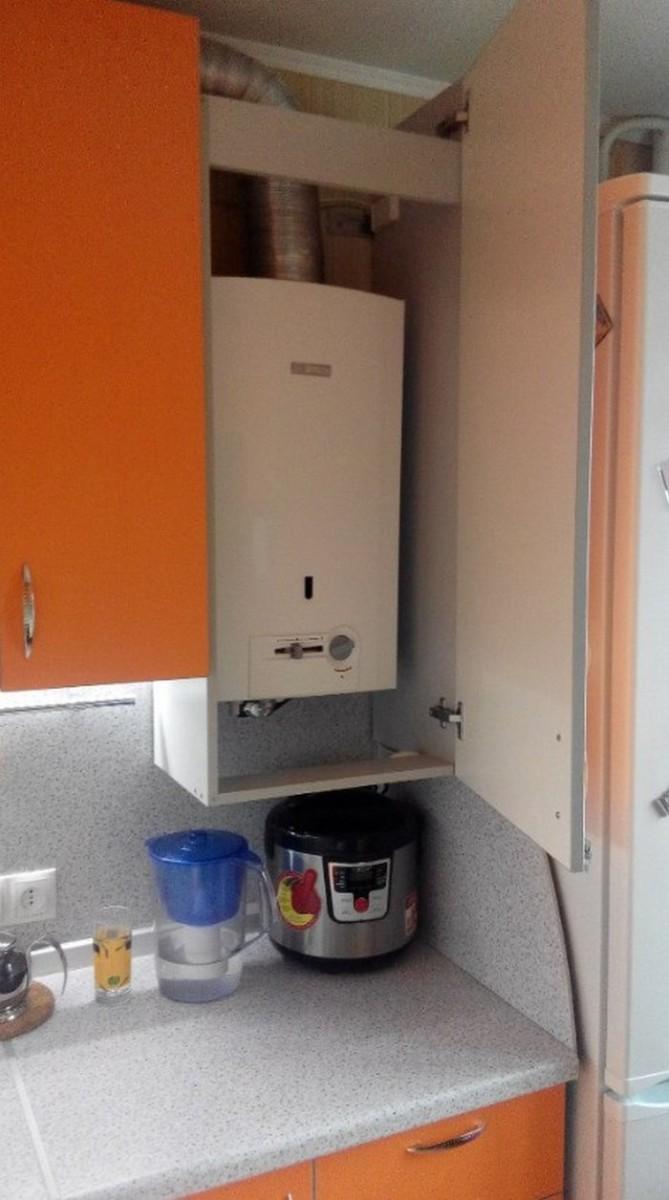 Украшаем кухню ― как спрятать нагревательную газовую колонку на кухне