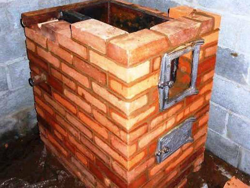 Кирпичная печь с водяным контуром для отопления дома  пошаговая инструкция - варианты пола
