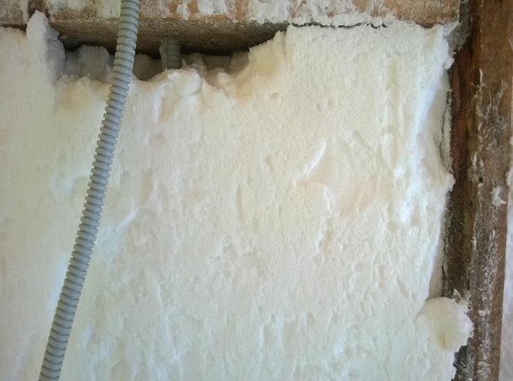 Преимущества и недостатки утепления стен дома пеноизолом
