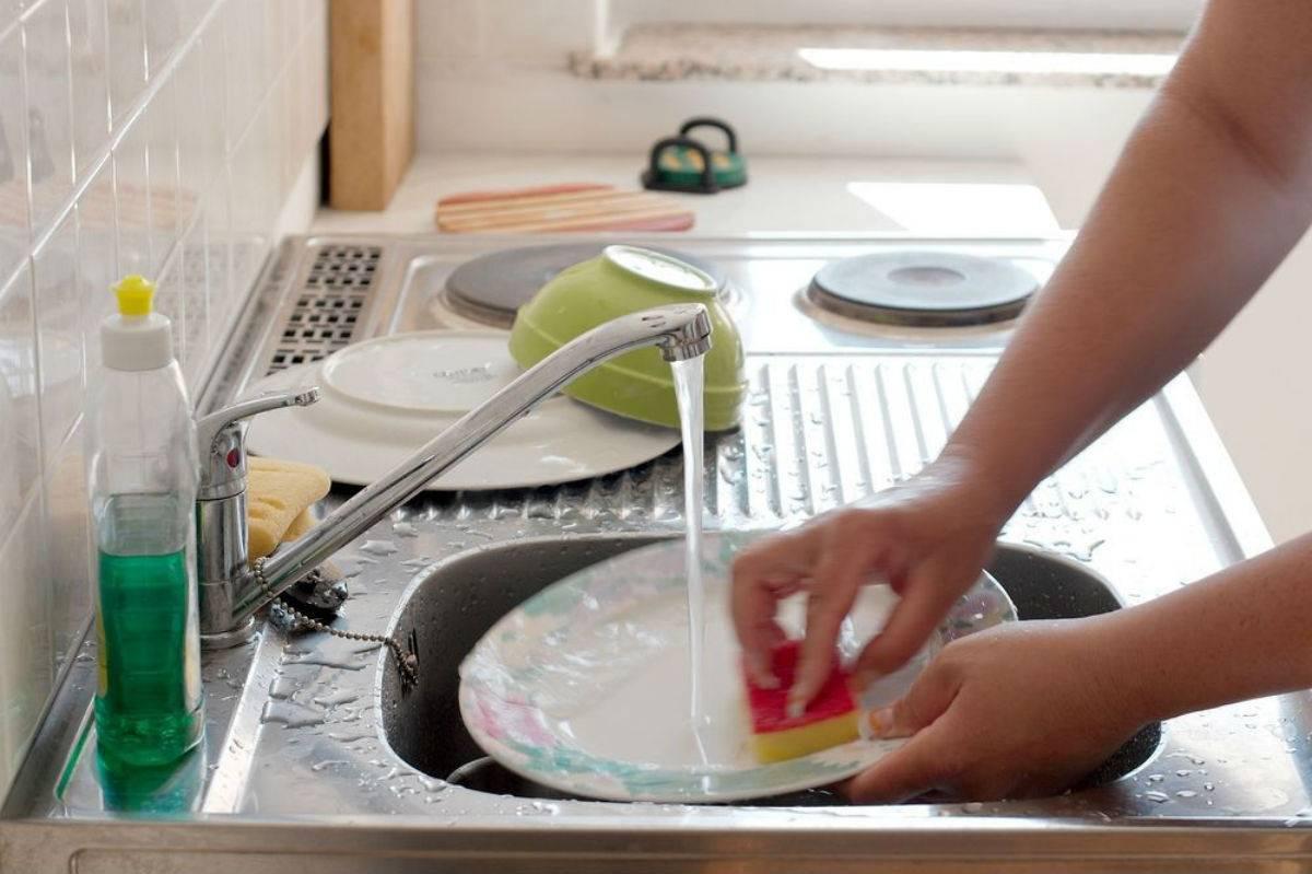 Как быстро и правильно помыть посуду: полезные советы