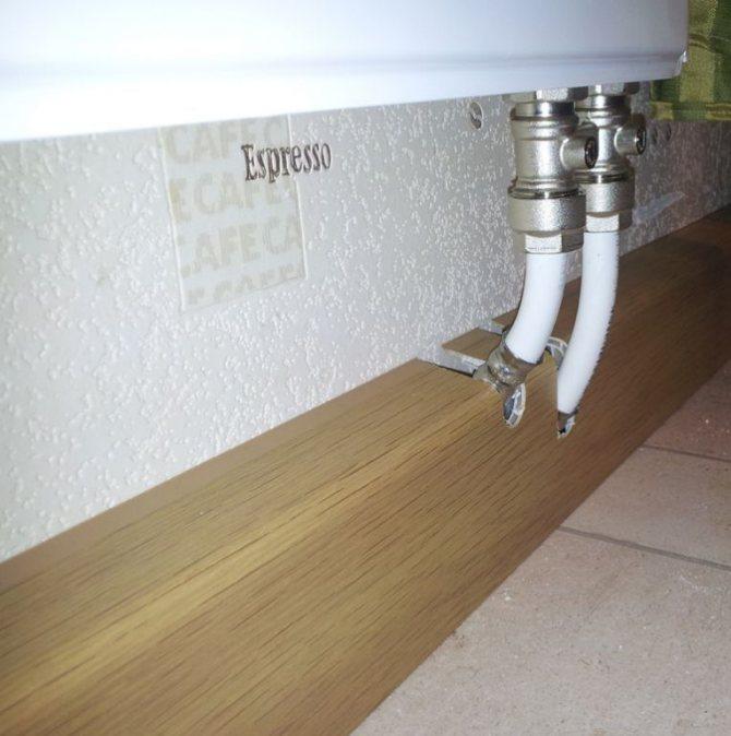 Плинтусы для труб отопления: как скрыть теплые коммуникации в доме, напольный короб и система для скрытия, комплектующие для прокладки