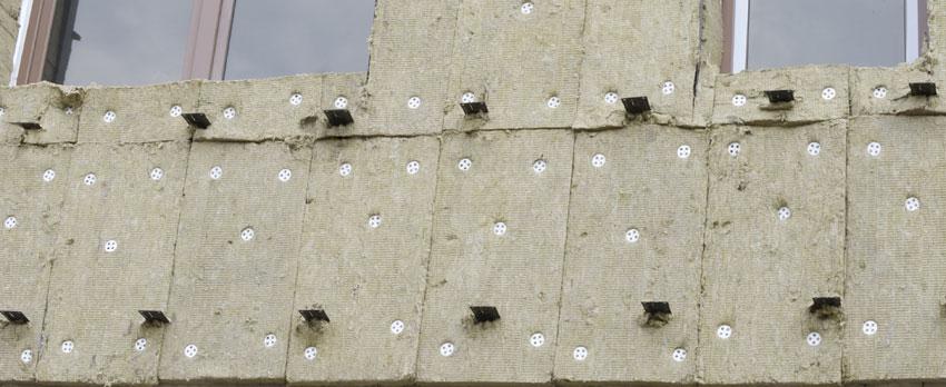 Утепление кирпичной стены: крепление утеплителя снаружи и изнутри