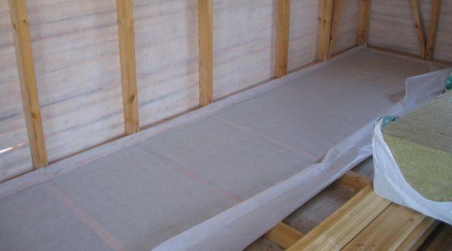 Виды материалов для пароизоляции пола в деревянном доме. правила монтажа