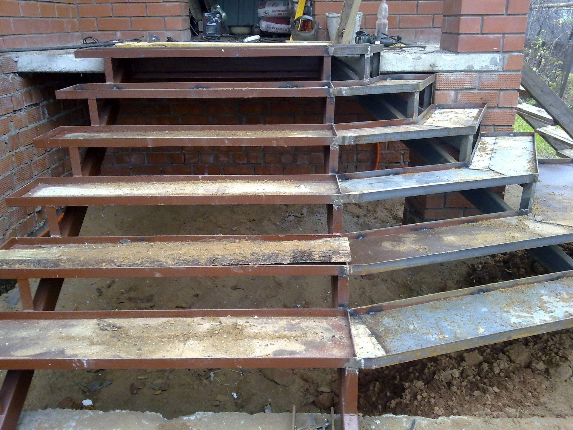 Уличное покрытие для крыльца из бетона: 8 популярных материалов и их особенности