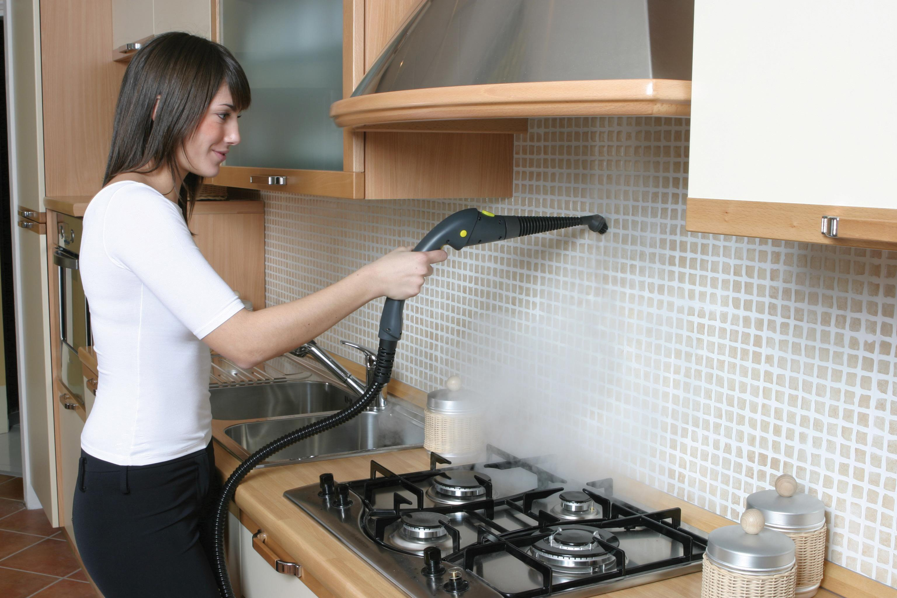Чем и как отмыть кафельную плитку на кухне от жира народными и профессиональными средствами?