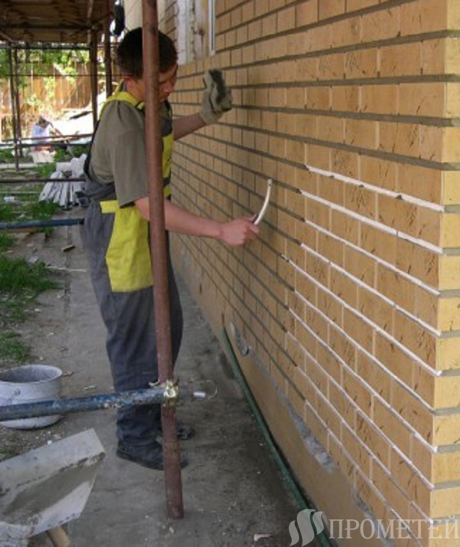 Отделка фасада частного дома панелями под кирпич – виды и пошаговая инструкция