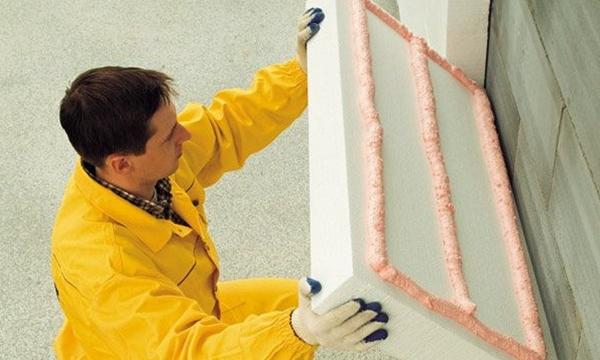 Крепление утеплителя к стене из бетона, кирпича или дерева: как произвести монтаж на дюбели или грибки, можно ли закрепить на железную рейку теплоизоляцию в рулонах