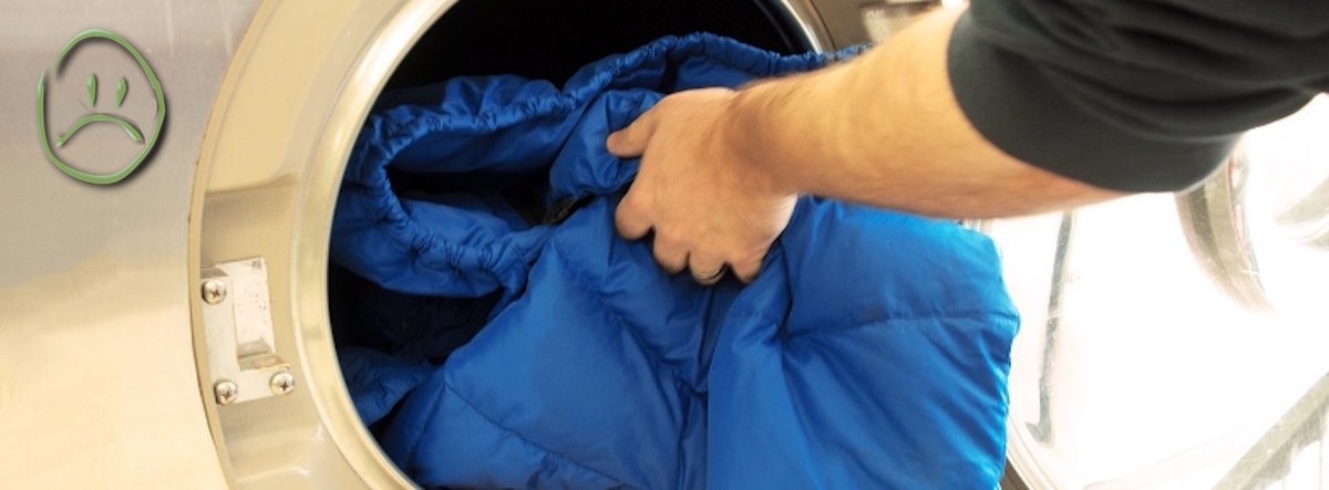 Возможно ли почистить пуховик от пятен и грязи без стирки