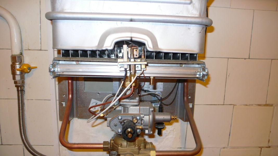 Почему тухнет газовая колонка: после включения, во время работы, при включении воды