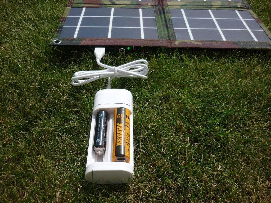 Cолнечные батареи для туризма - обзор моделей гибких и складывающихся батарей