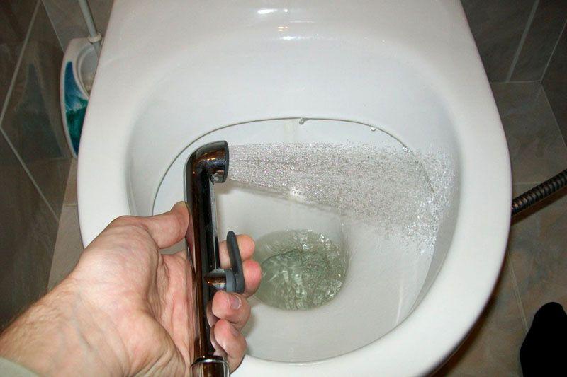 Установка гигиенического душа: монтаж и подключение в туалете