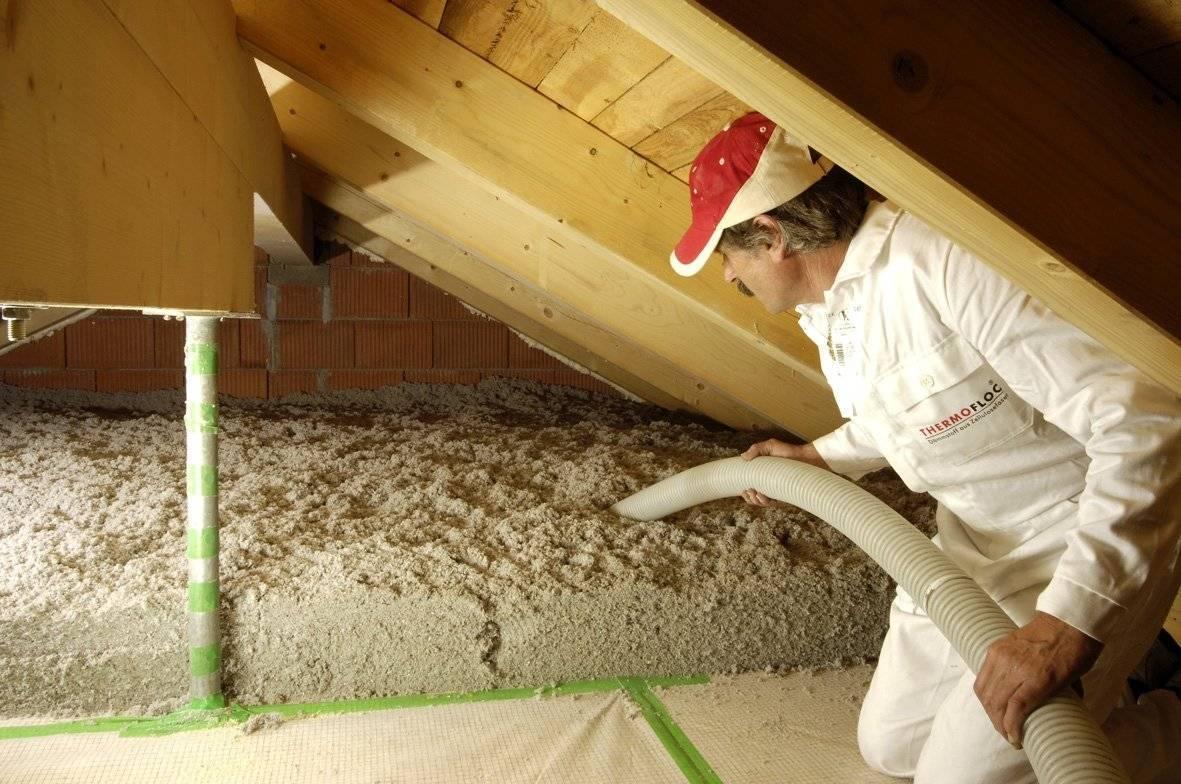 Почему не стоит утеплять потолок опилками