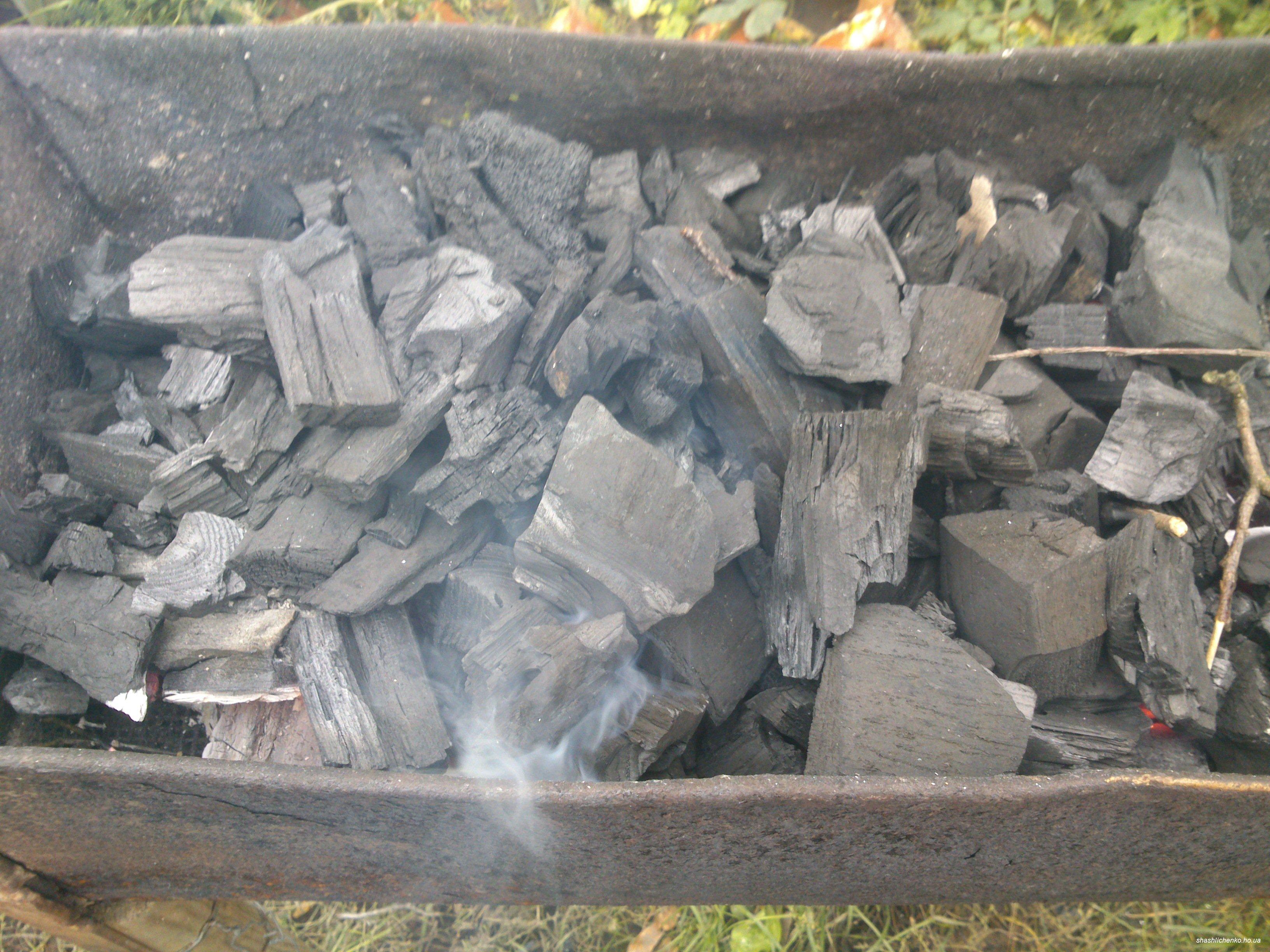 Как сделать древесный уголь своими руками: способы изготовления