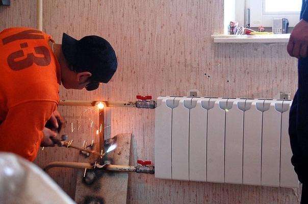 Сложно ли осуществить замену батарей отопления самостоятельно?