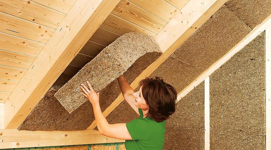 Как утеплить крышу опилками?