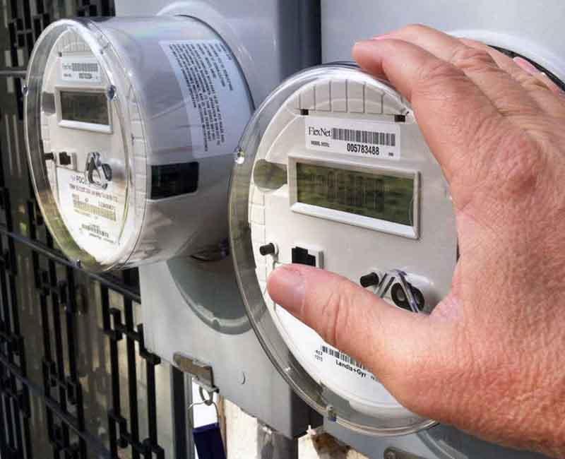 Как определить срок службы электросчетчика, почему он может быть снижен и где увидеть дату годности прибора учета?