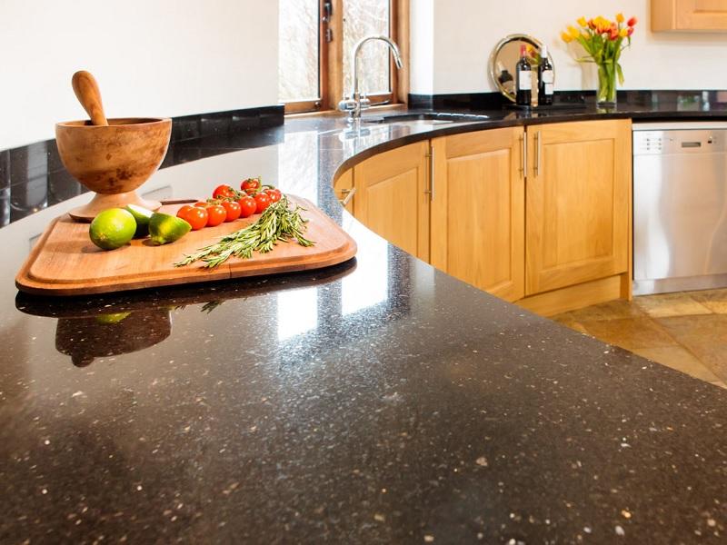 Цвета столешниц для кухни (62 фото): какую расцветку выбрать для белой кухни? синие и фиолетовые столешницы, сочетания с фасадом гарнитура