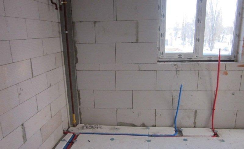 Крепление металлопластиковых труб к стене