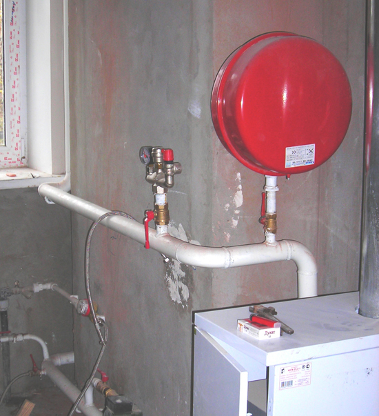 Расширительный бачок в системе отопления закрытого типа