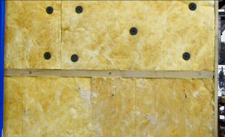 Как крепить утеплитель к деревянной стене с внешней стороны
