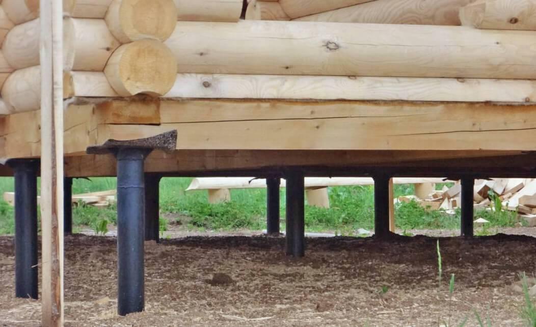 Утепление пола в деревянном доме на винтовых сваях
