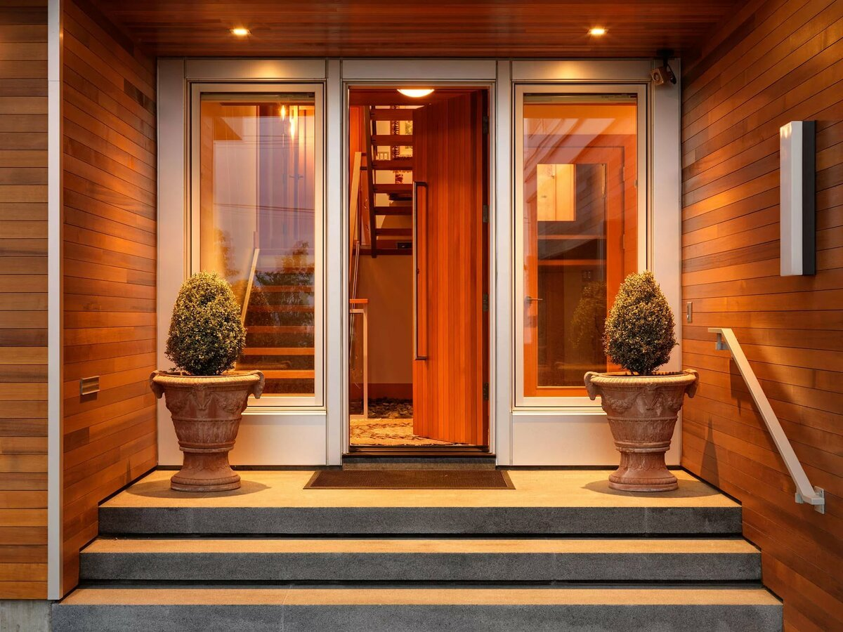 Входная дверь в частный дом: ?выбираем лучший вариант?
