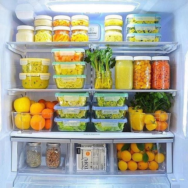 Список продуктов, которые мы храним неправильно: муку нужно хранить в холодильнике, а баклажаны в нем станут невкусными