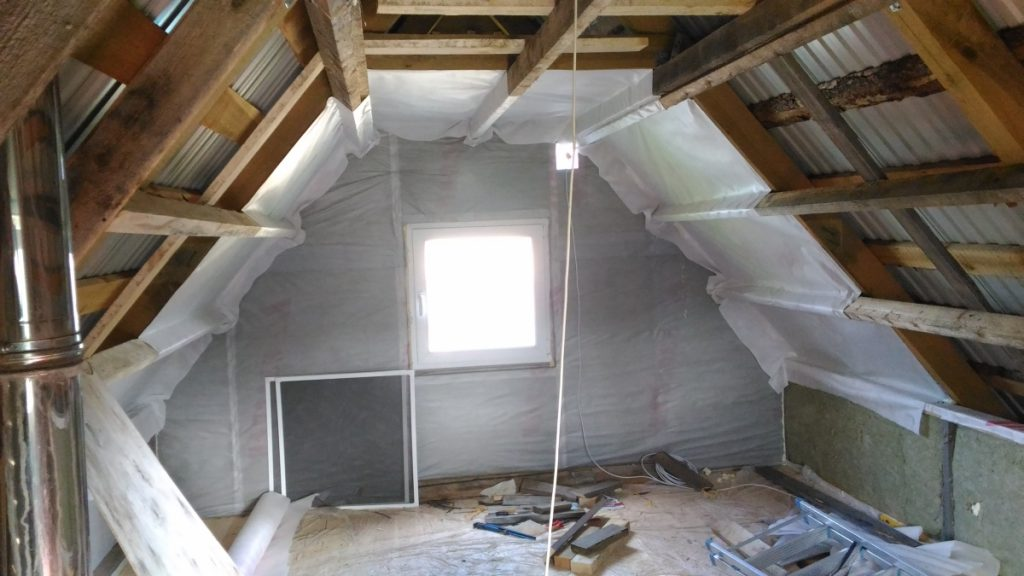 Чем утеплить крышу частного дома: выбор материала для утепления