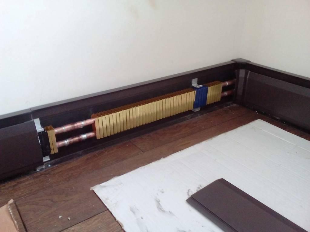 Плинтусное отопление дома: водяное, электрическое