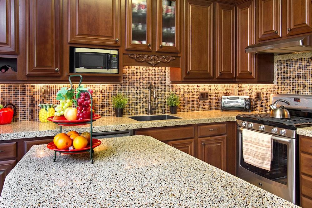 Как подобрать цвет мойки для кухни: правила и тренды