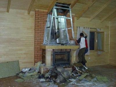 Монтаж и установка камина и дымохода в деревянном доме