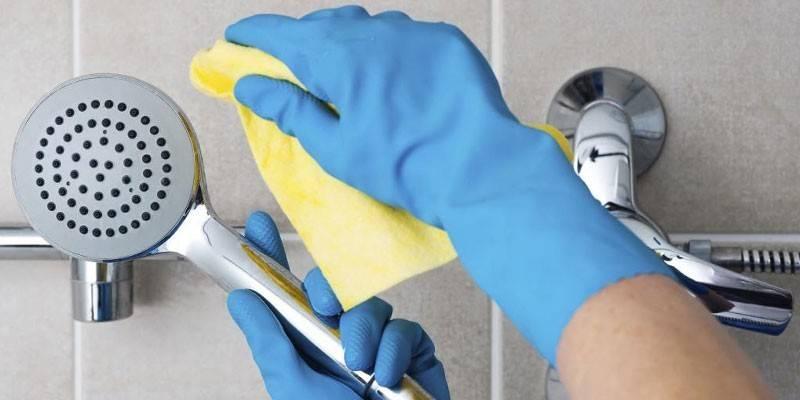 Самые эффективные способы очистки душевой кабины: как наносить средства и убирать с поверхностей
