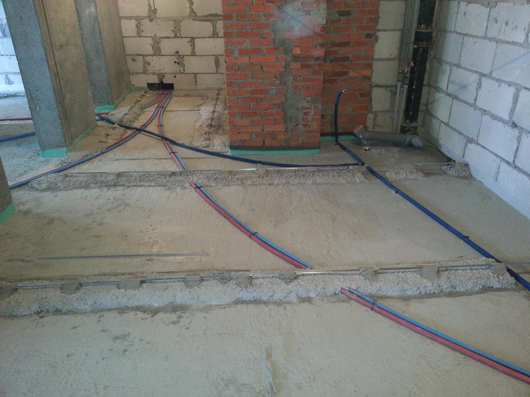 Можно ли полипропиленовые трубы заливать бетоном без опасных последствий для помещения