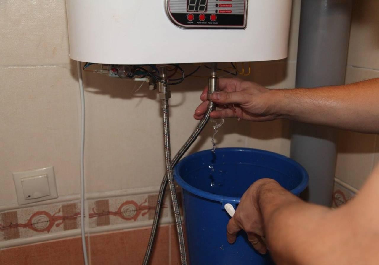 Как слить воду из водонагревателя, если нет сливного крана