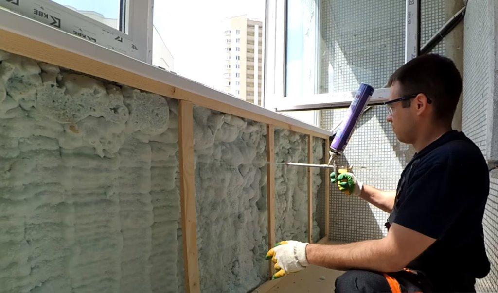Технология нанесения пены для утепления стен частного дома и чем хорош данный утеплитель?