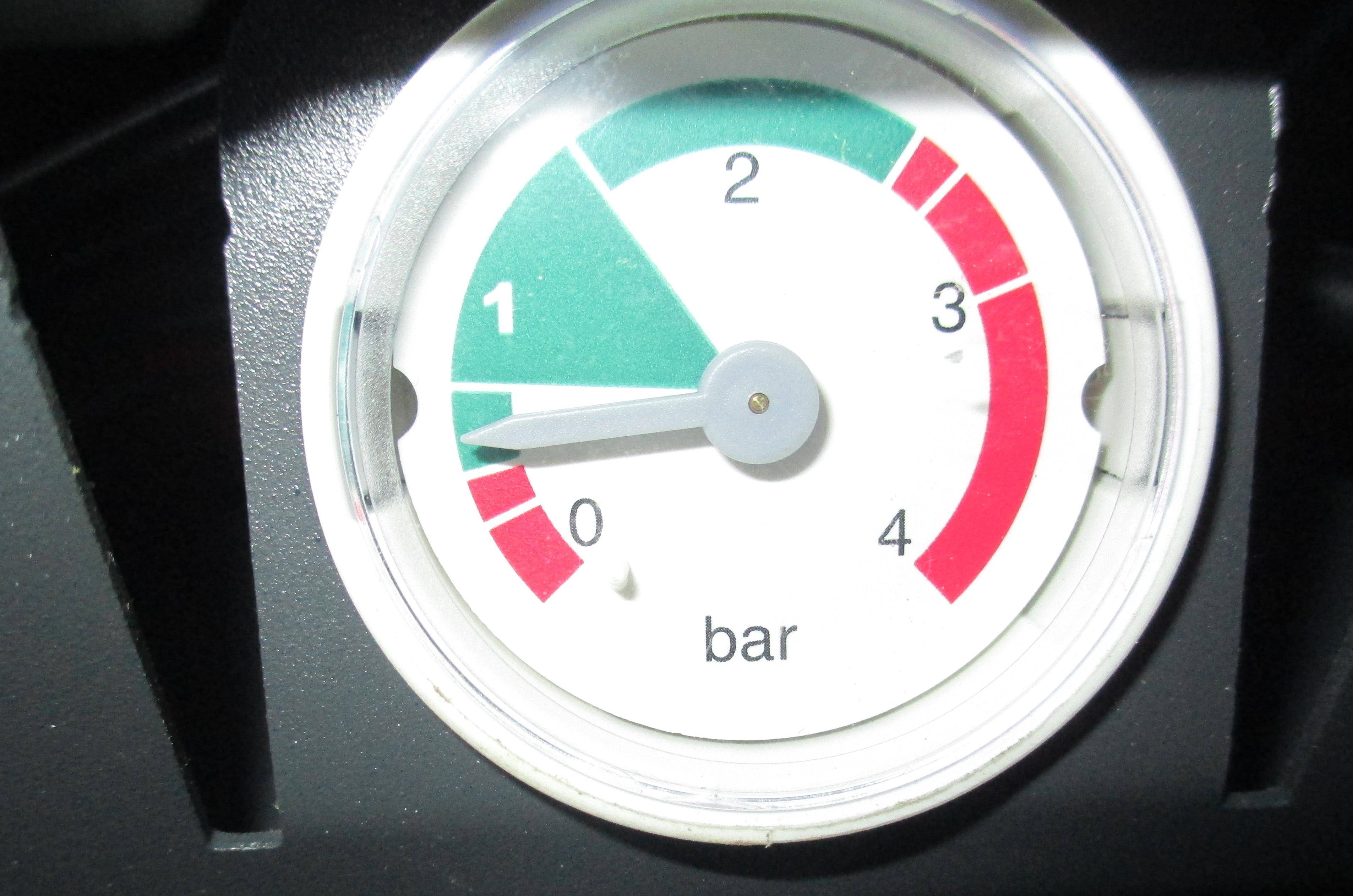 Почему падает давление в котле отопления без утечек: причины