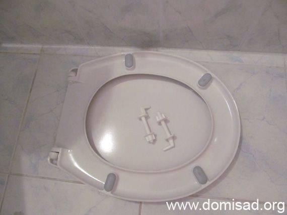 Снять и установить крышку унитаза, крепления: пластмасса, алюминий, микролифт
