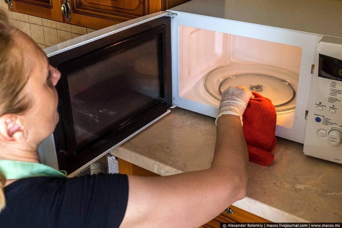 Как вскипятить воду в микроволновке