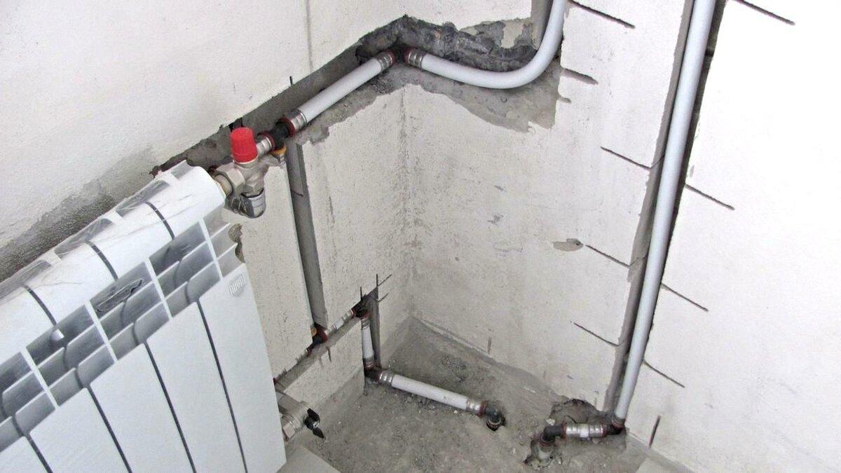 Крепление полипропиленовых труб: чем крепить к стене, хомут, фиксатор, крепеж, варианты монтажа
